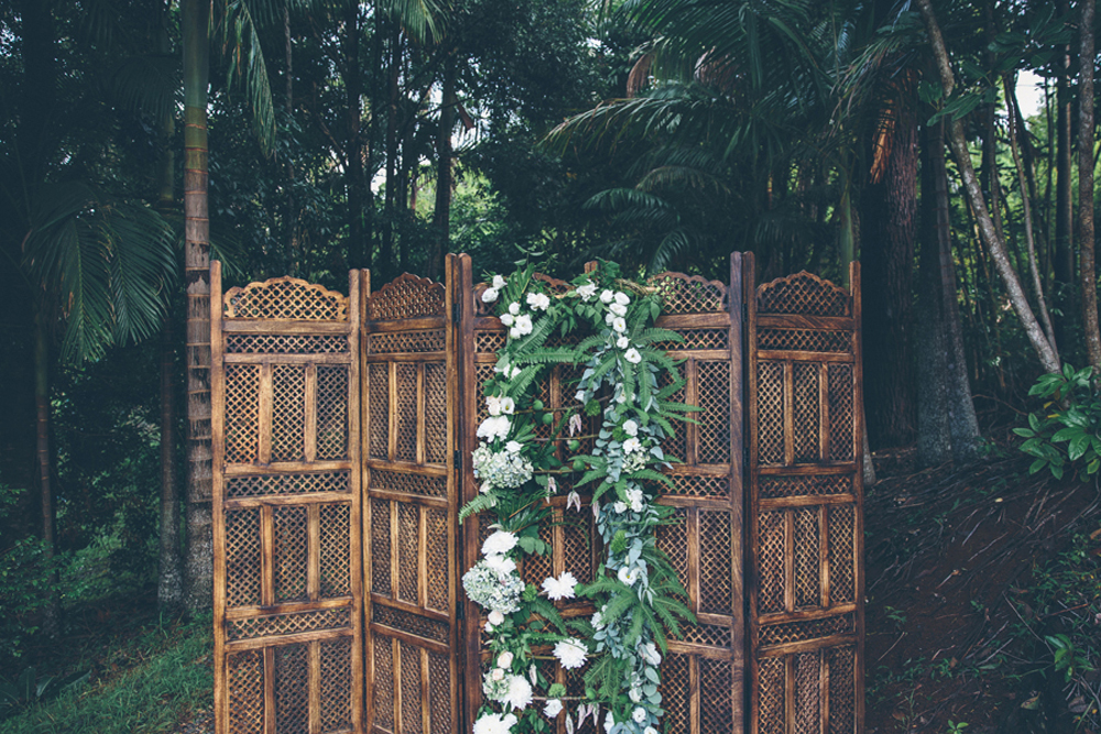 Lovestruck Folding Screen Ceremony Backdrop